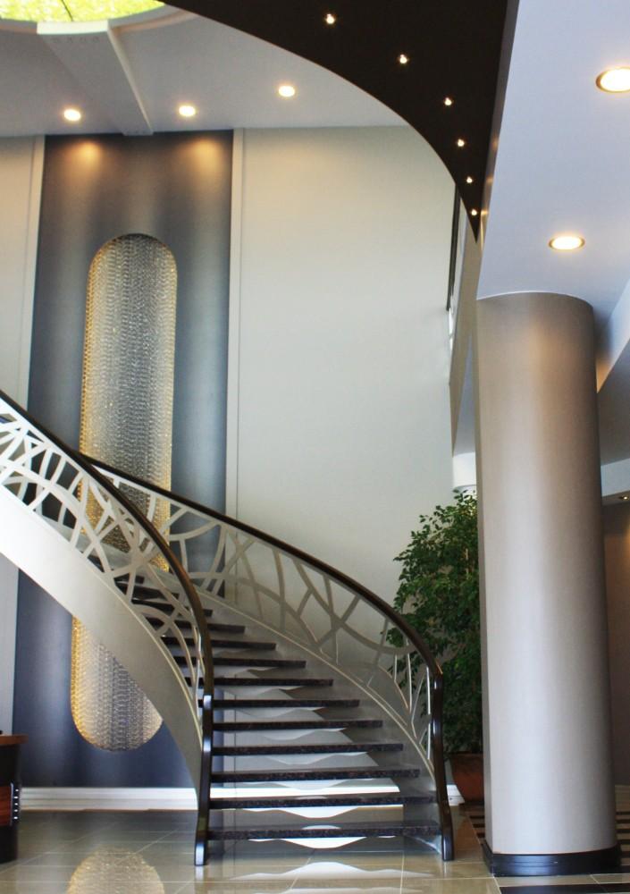 orientalisch gestaltete Wendeltreppe geschwungen, Innenraum